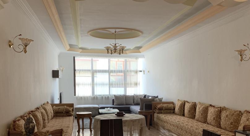 iberia, très belle situation, appartement spacieux, très beaux volumes, calme.  vraies chambres.